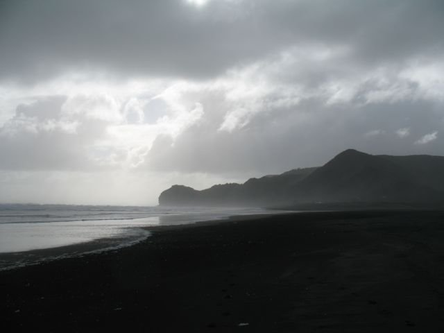 Piha winter beach IMG_3256
